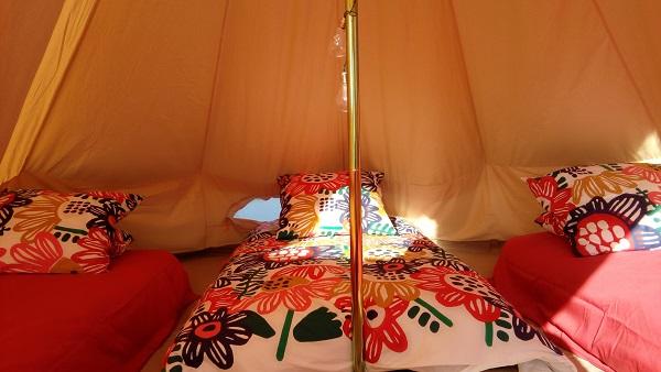 tentes tipis lodges hébergement nomade